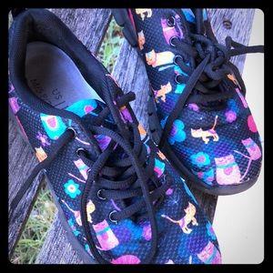 Shoes - Size 7 Women's cat print design shoes 🐱